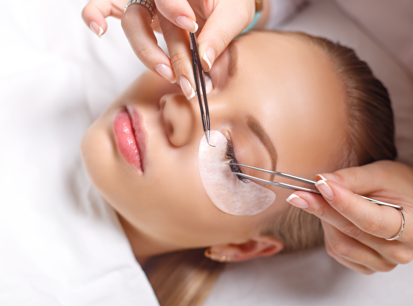 Performing an Eyelash Extension service on a woman